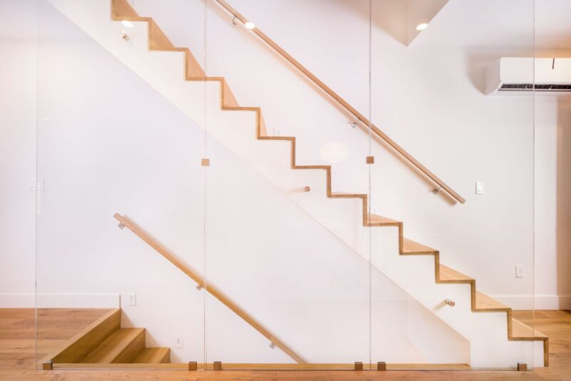 Floating stairs adds style and provides more space